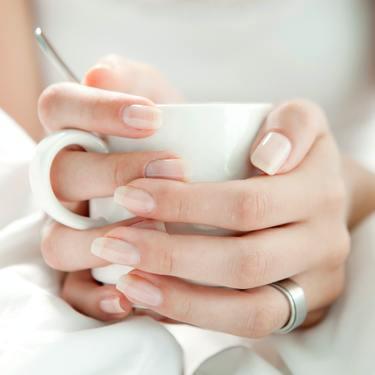 爪を綺麗にする方法まとめ!綺麗な形でピカピカの爪に!【簡単】