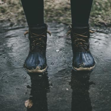【夢占い】雨の夢の意味23選!金運や幸運が訪れる証?