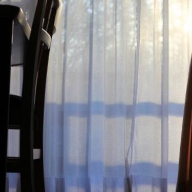 白いカーテンで部屋をおしゃれに!遮光もばっちりできちゃう!