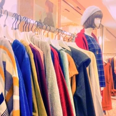 女子大学生に人気の服ブランドまとめ!レディースで人気なのはこれ【2020】