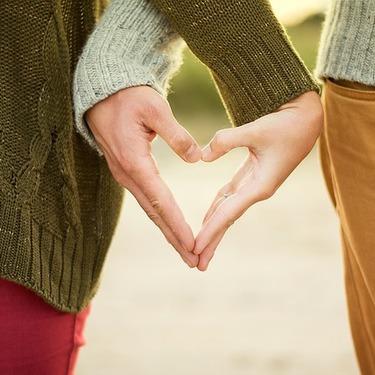 付き合う前に手をつなぐ男性心理とは?女性から手をつなぐのはあり?