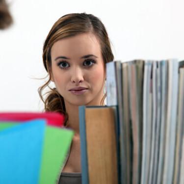 男性必見!職場の女性のその行動、好意のサインだったら?
