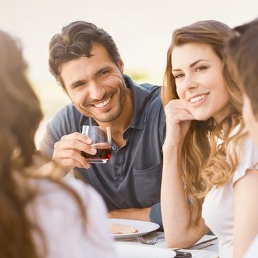 職場で男女から人気!年上年下問わず周りから好かれる女性とは?
