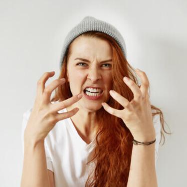 「すぐキレる女」の特徴と理由13選!困ったときの対処法もチェック