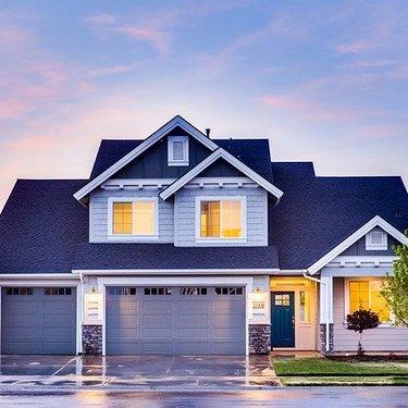 大きな家が出てくる夢の意味19選|招待・豪邸・広い家【夢占い】