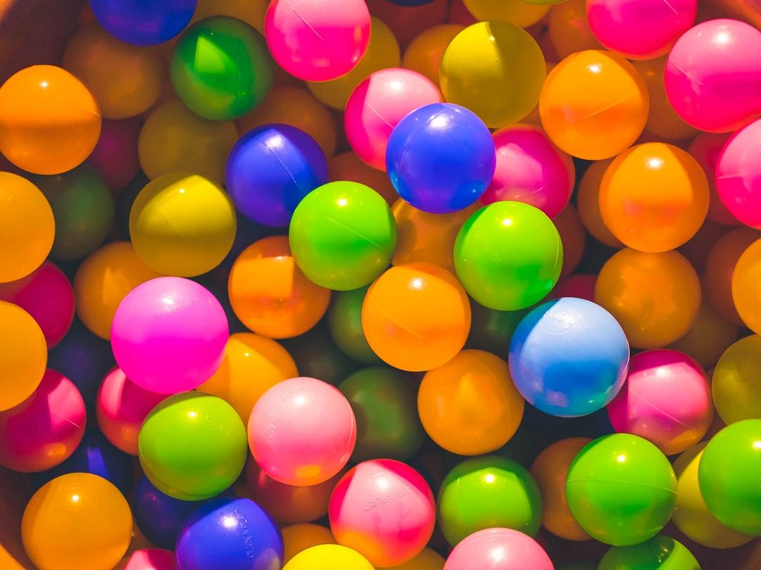 【夢占い】ボールの夢の意味31選|投げる・当たる・拾う・探すなど
