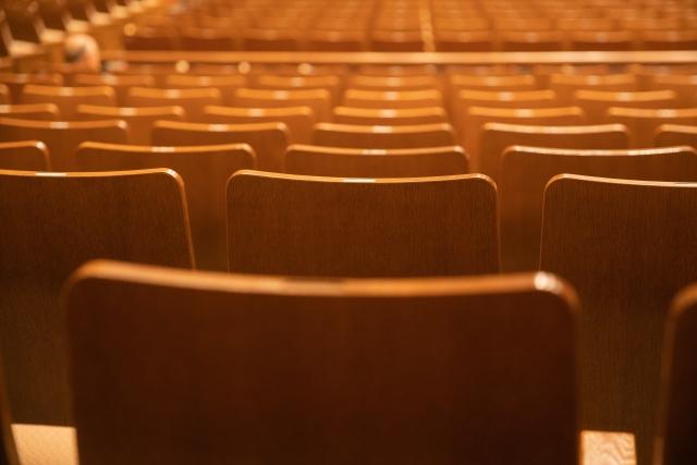 舞台のクラスター発生。コロナにより窮地に立たされる演劇業界の未来は?