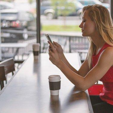 彼氏とのLINEの悩みや疑問を解決!コミュニケーションツールを充実させよう