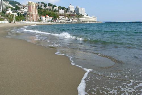 熱海温泉街で散策や食べ歩きを楽しもう!