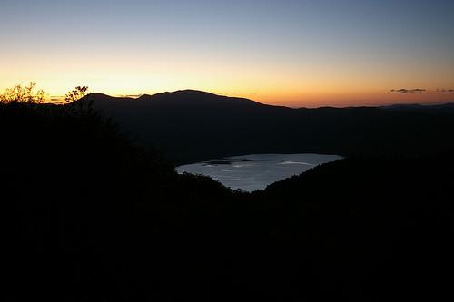 倶多楽湖は火山にできたカルデラ湖