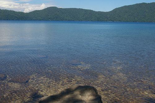 倶多楽湖の見どころ1:全国トップの水の透明度