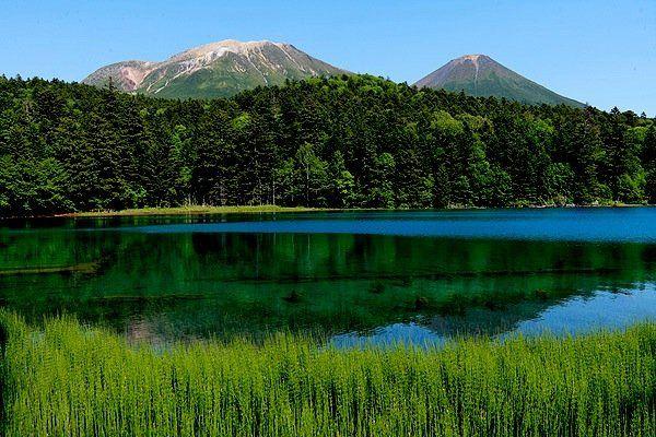 「オンネトー湖」に観光へ!温泉や紅葉など魅力を紹介!美しさに圧巻!