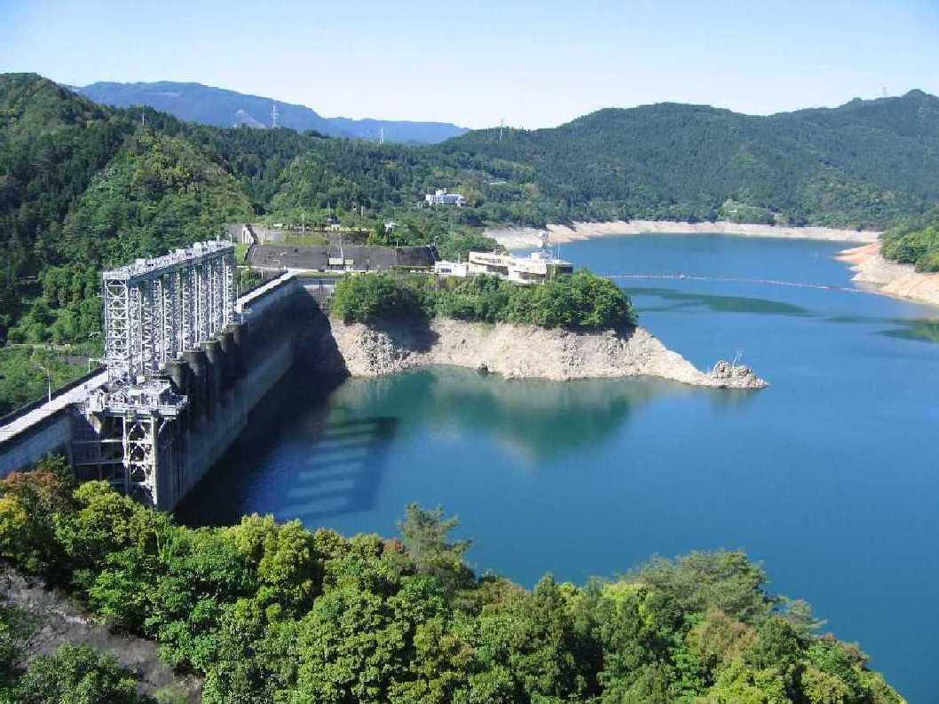 早明浦ダムは貯水率・貯水量で話題提供!バス釣りが人気!四国の水瓶!