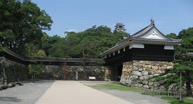 高知城の観光見所!ライトアップ・歴史博物館が評判!駐車場・入場料は?