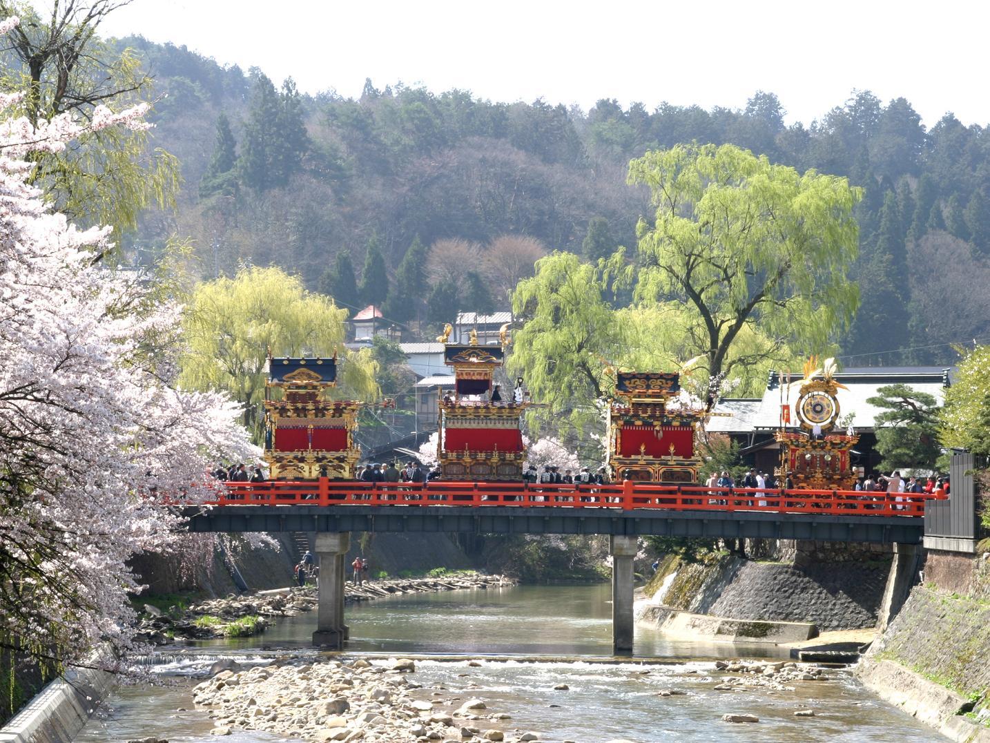 高山祭は春と秋の2回開催!日程は?二つの違いや見所も紹介!