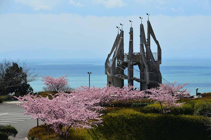 御立岬公園が楽しい!海水浴場・キャンプ場・温泉・釣り!春には桜も