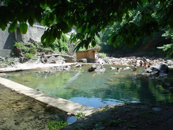 尻焼温泉は混浴・夜でも楽しめる!アクセス方法やおすすめの旅館を調査!