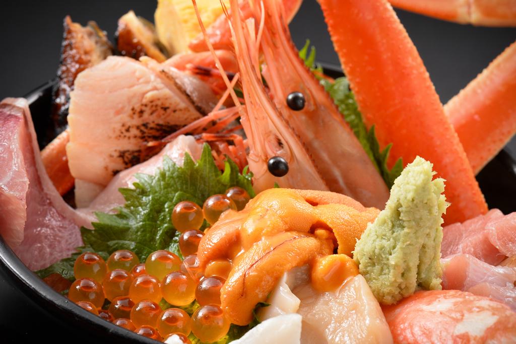 敦賀で海鮮丼を食べるなら!駅周辺や夜でも食べられるお店はある?