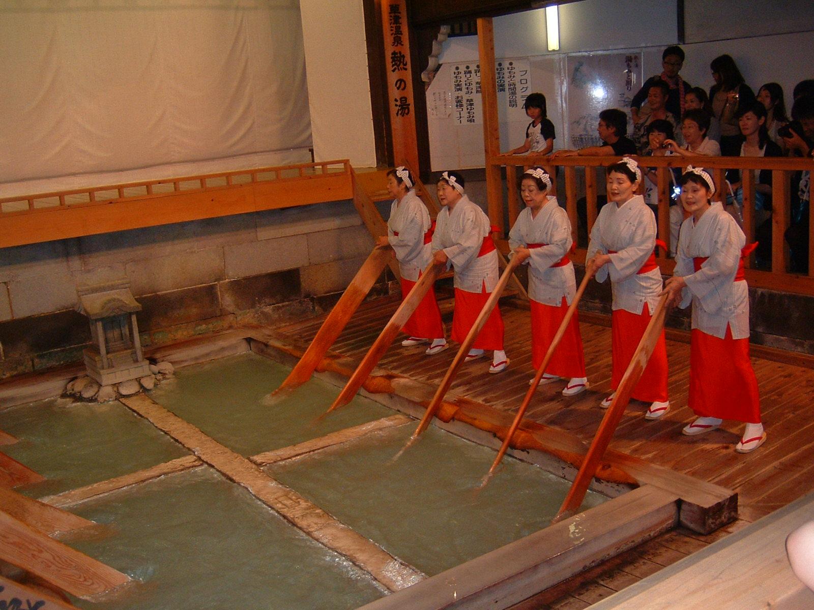 草津温泉で湯もみ体験・ショーが鑑賞出来る!場所や料金を調査!