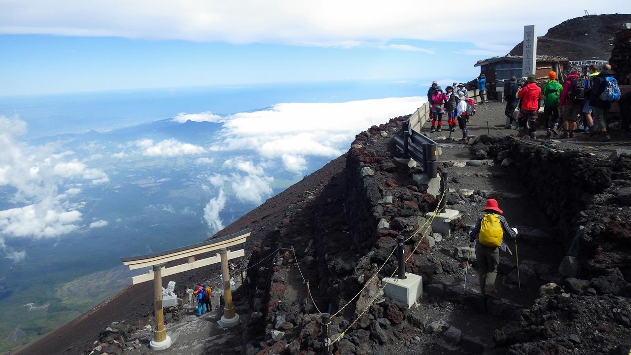 富士登山の服装と持ち物情報!レンタルもできる!時期に合わせて解説!