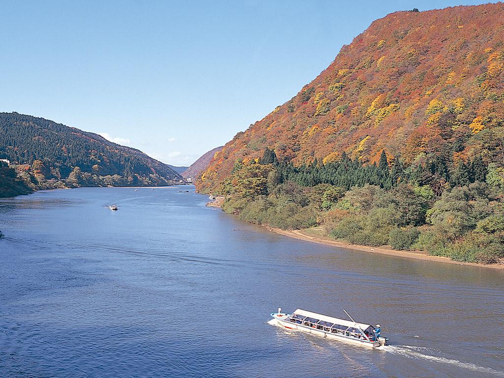 最上川舟下りの料金や出発点は?秋は紅葉・寒い冬にはこたつ舟で!