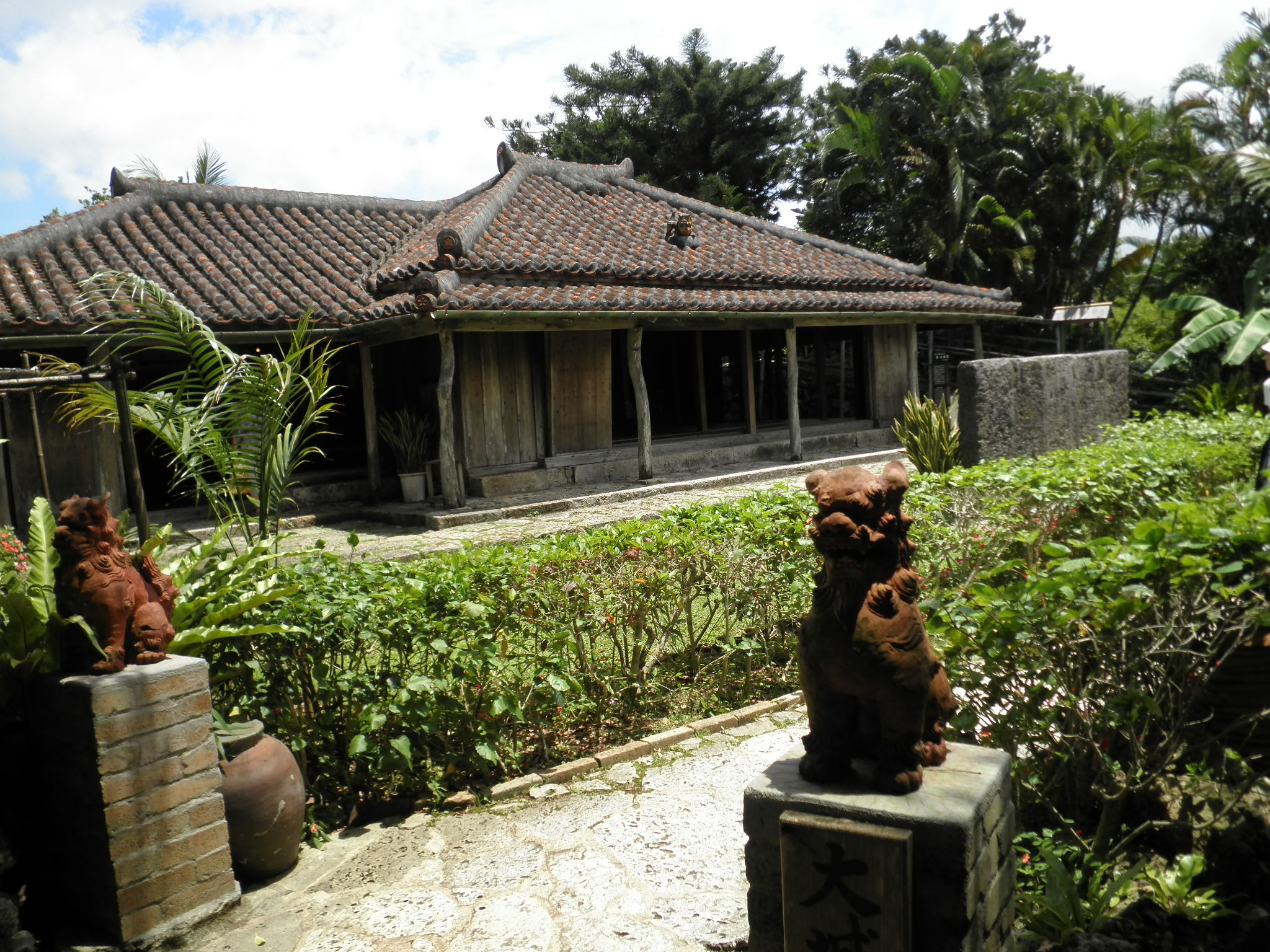 沖縄で民宿に泊まろう!ホテルより魅力的な格安古民家ご紹介!