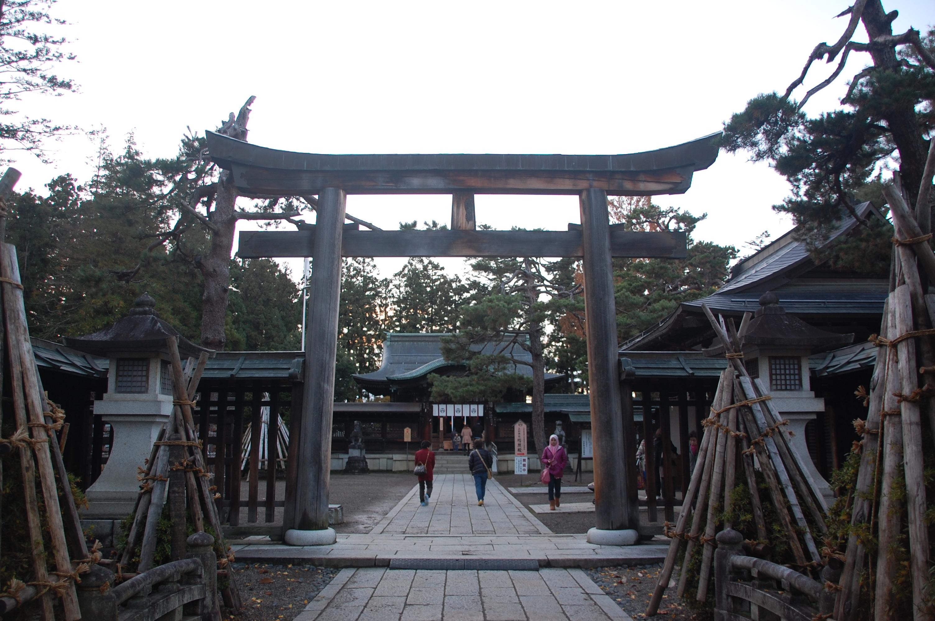 上杉神社は強力なパワースポット!御朱印を頂けばご利益も?アクセスは?