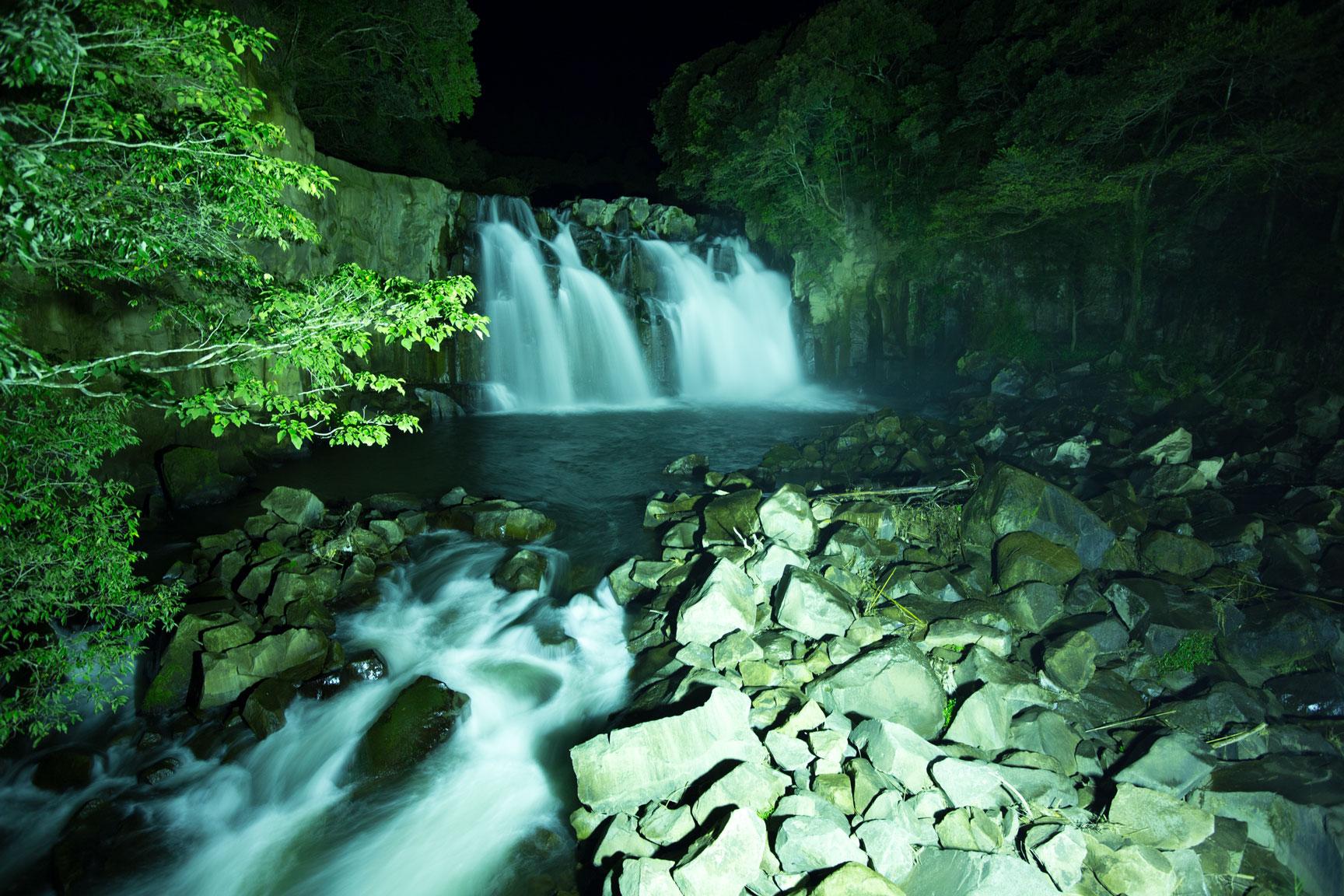 関之尾滝は日本の滝百選に選ばれた!実は心霊スポット!秋は紅葉!アクセスは?