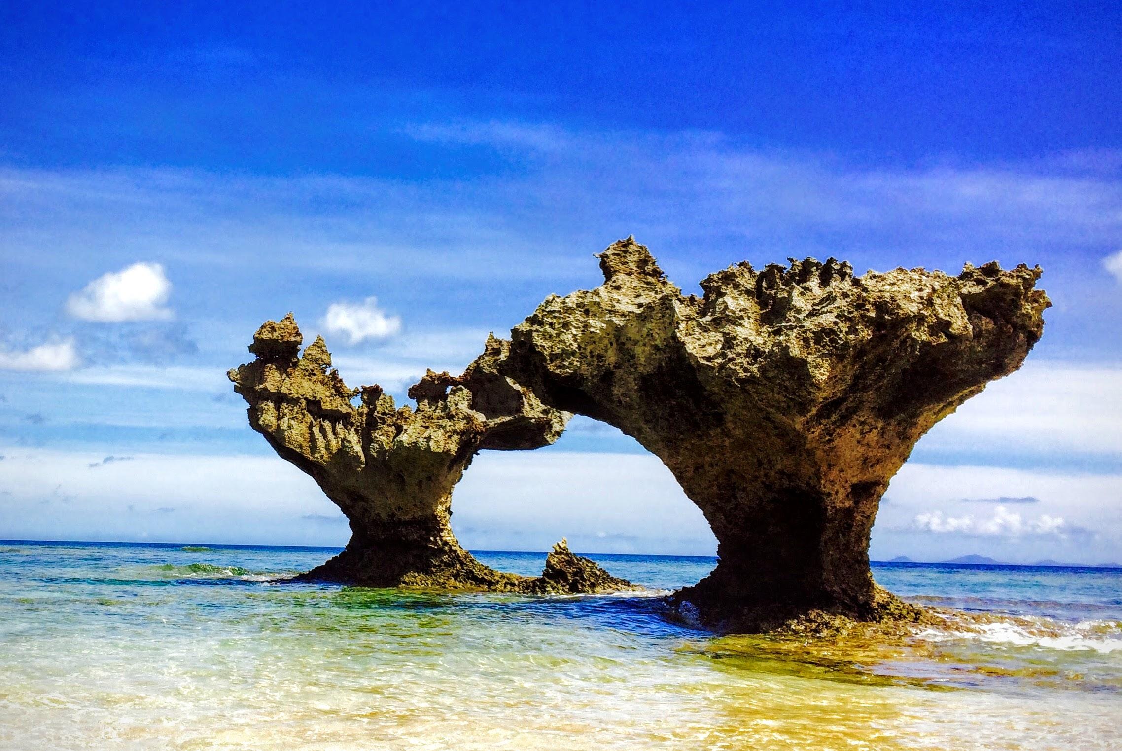 沖縄古宇利島のハートロック!ティーヌ浜の大人気スポット!