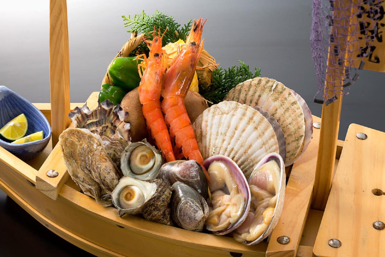 知多半島でグルメを満喫!おすすめの海鮮丼から人気のスイーツ・ディナーまで!
