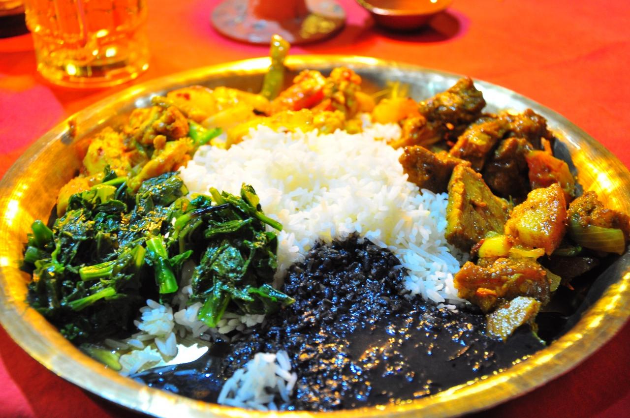 ネパールカレーの特徴は?辛さや味を調査!おすすめ店情報も!