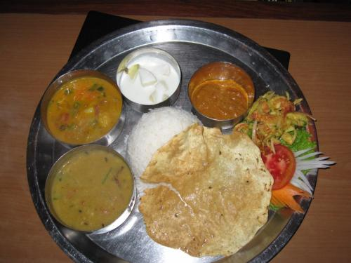 ネパール料理おすすめ11選!定番ダルバードから街角絶品グルメまでを網羅!