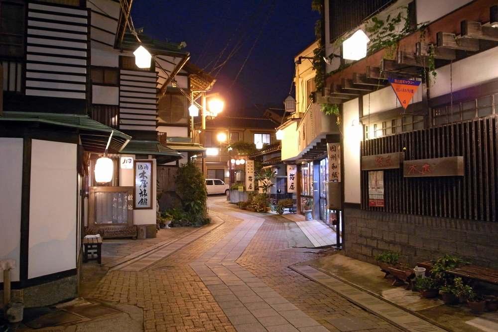 加賀温泉駅周辺の観光おすすめスポット!『キャンバス』での周遊も人気!