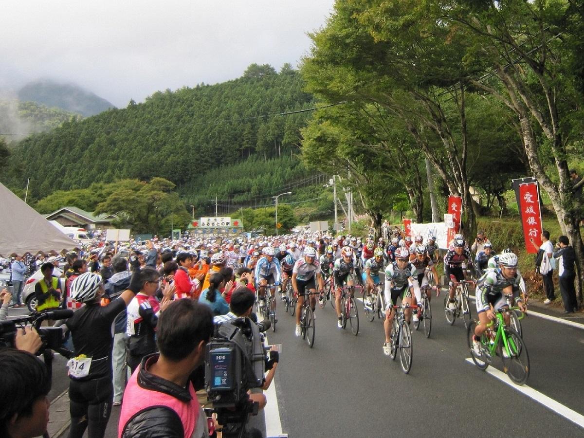 愛媛県の石鎚山はヒルクライムで賑わう!宿泊は?温泉もあり