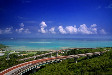ニライカナイ橋にドライブ!展望台からの絶景はおすすめ!行き方は?