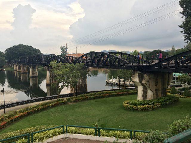 カンチャナブリの戦場にかける橋への行き方は?鉄道は観光の目玉!