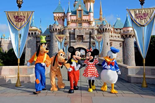 ディズニーランドのコーデはおそろいでキマリ!親子やカップルでおしゃれに!