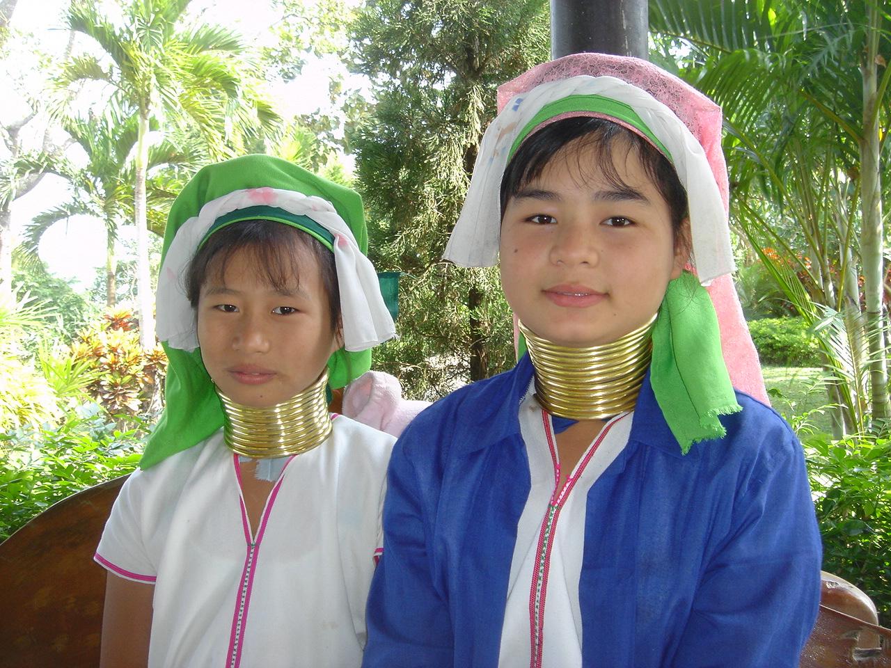 カレン族の暮らし!シルバーアクセサリーを作るタイやミャンマーの民族!