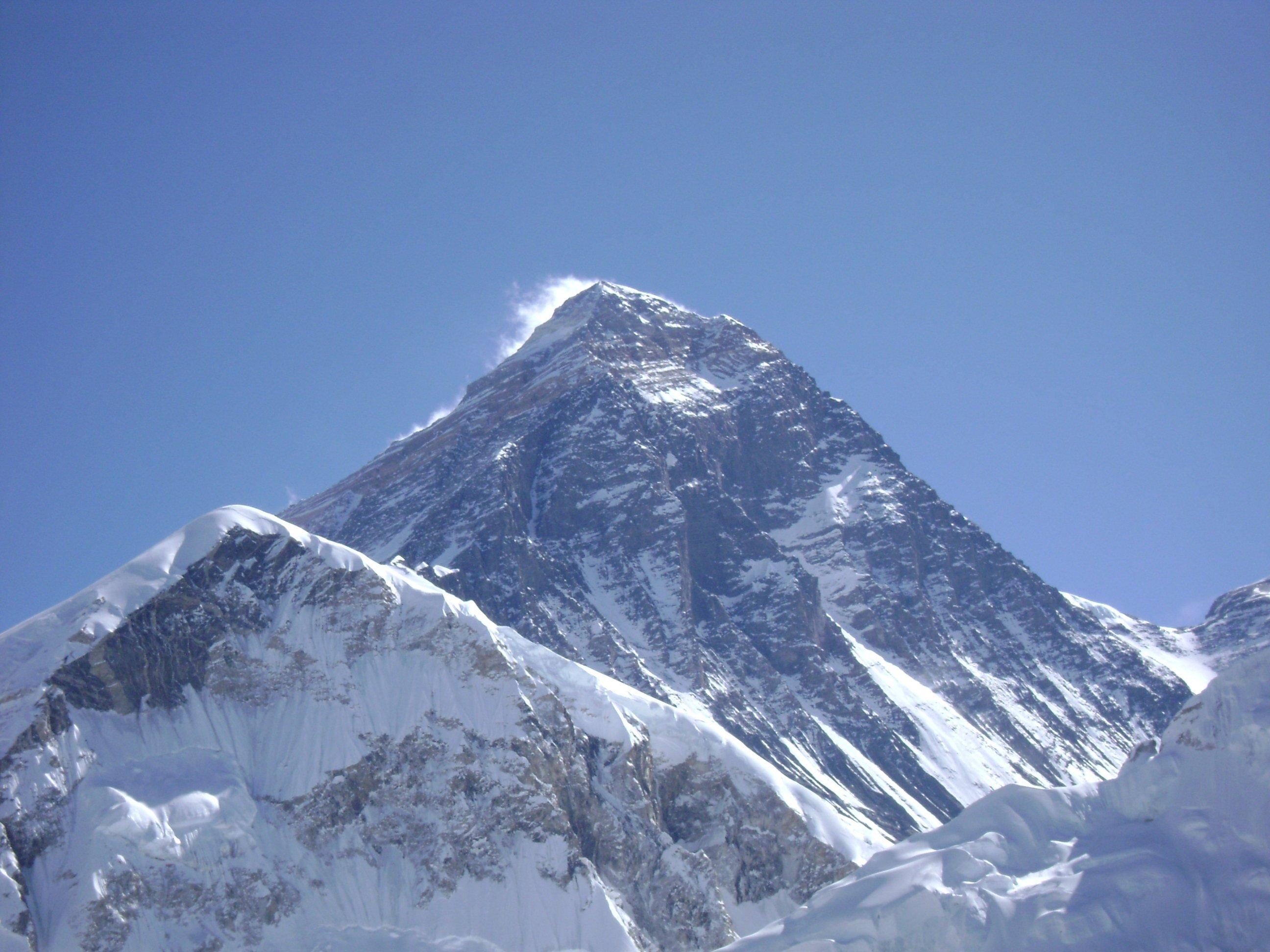 エベレスト登山をするには?方法や必要なもの・注意事項までを網羅!