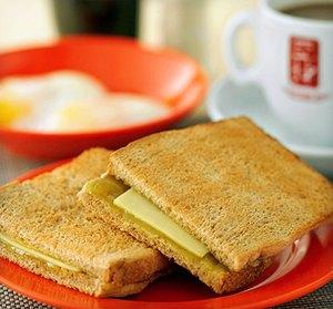カヤトーストはカヤジャムとたっぷりのバター!食べ方はコピと半熟卵と一緒に?
