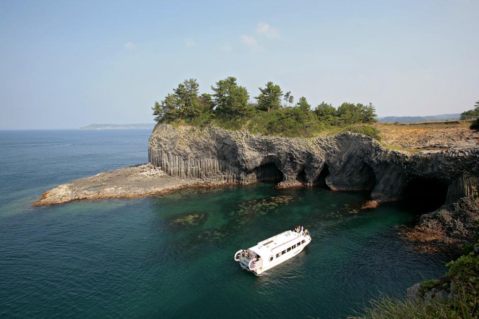 長崎の七ツ釜鍾乳洞は遊覧船で行く洞窟探検!所要時間や料金も紹介!