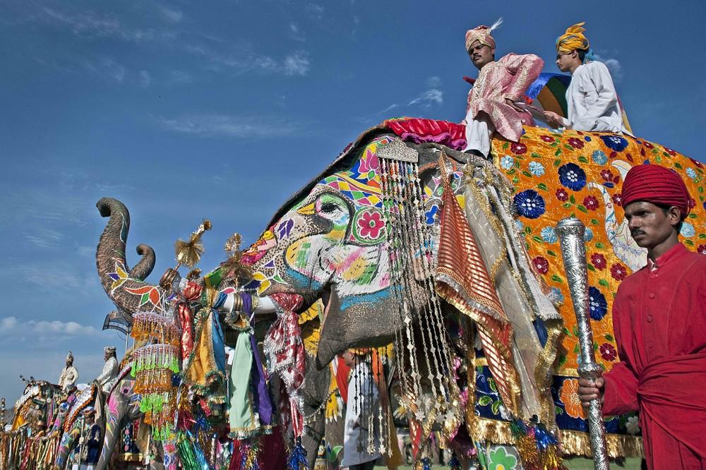 ジャイプール(インド)おすすめ観光地10選!人気の象タクシーに乗ってみる!