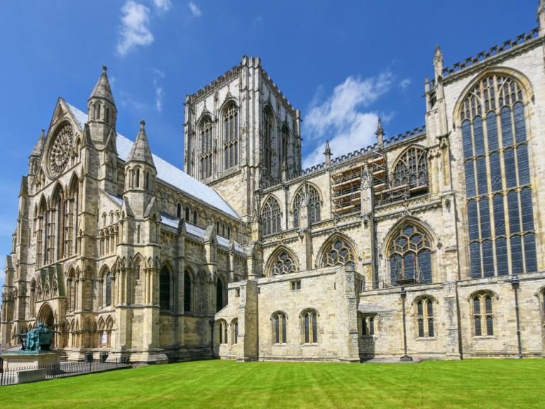 ヨーク(イギリス)観光!中世の城壁に囲まれた歴史の街!その魅力を紹介!