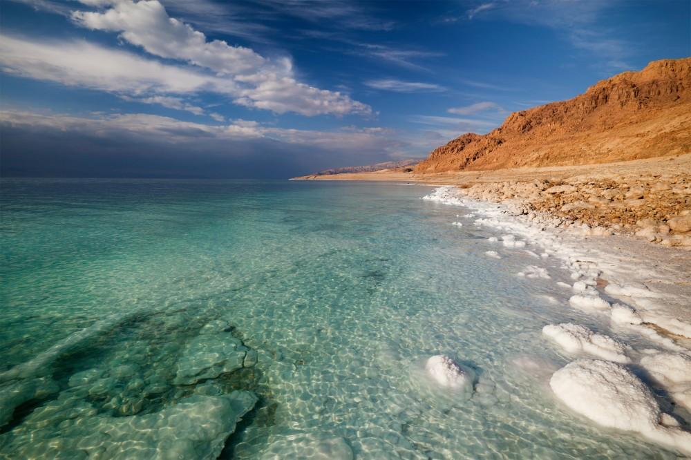 死海の魅力!イスラエルのどこにある?人も浮く摩訶不思議なスポットを調査!