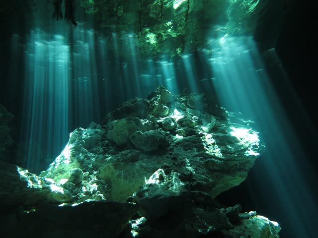 メキシコのセノーテが魅力的で人気!ツアーで神秘の感動体験を!