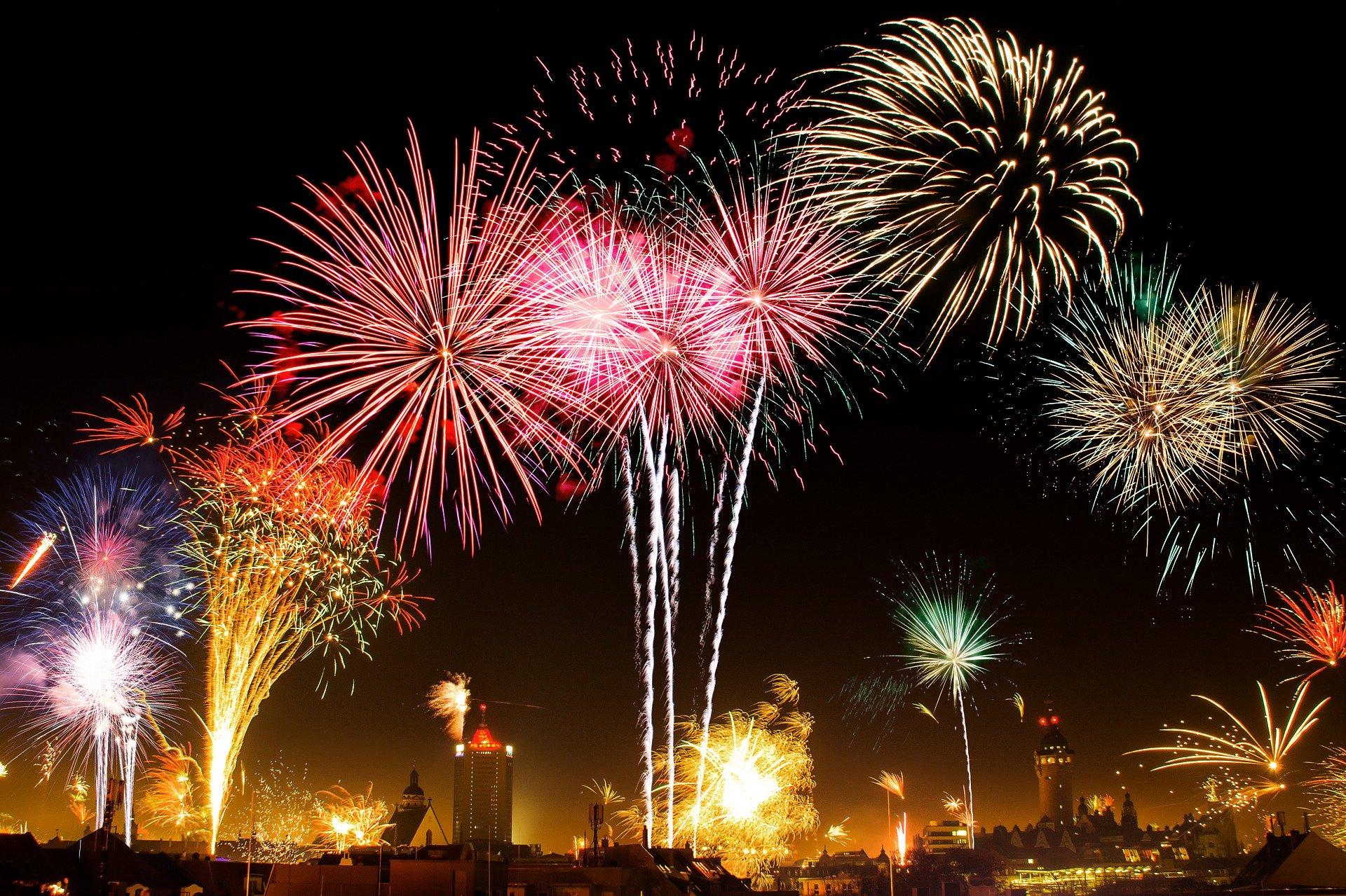 日本三大花火大会の場所や日程は?打ち上げの種類も合わせて紹介!
