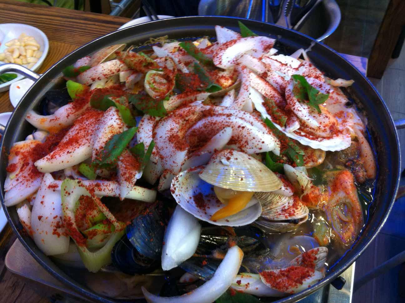 釜山といえば海鮮料理が定番!人気店は?市場ではヘムルタンがおすすめ!