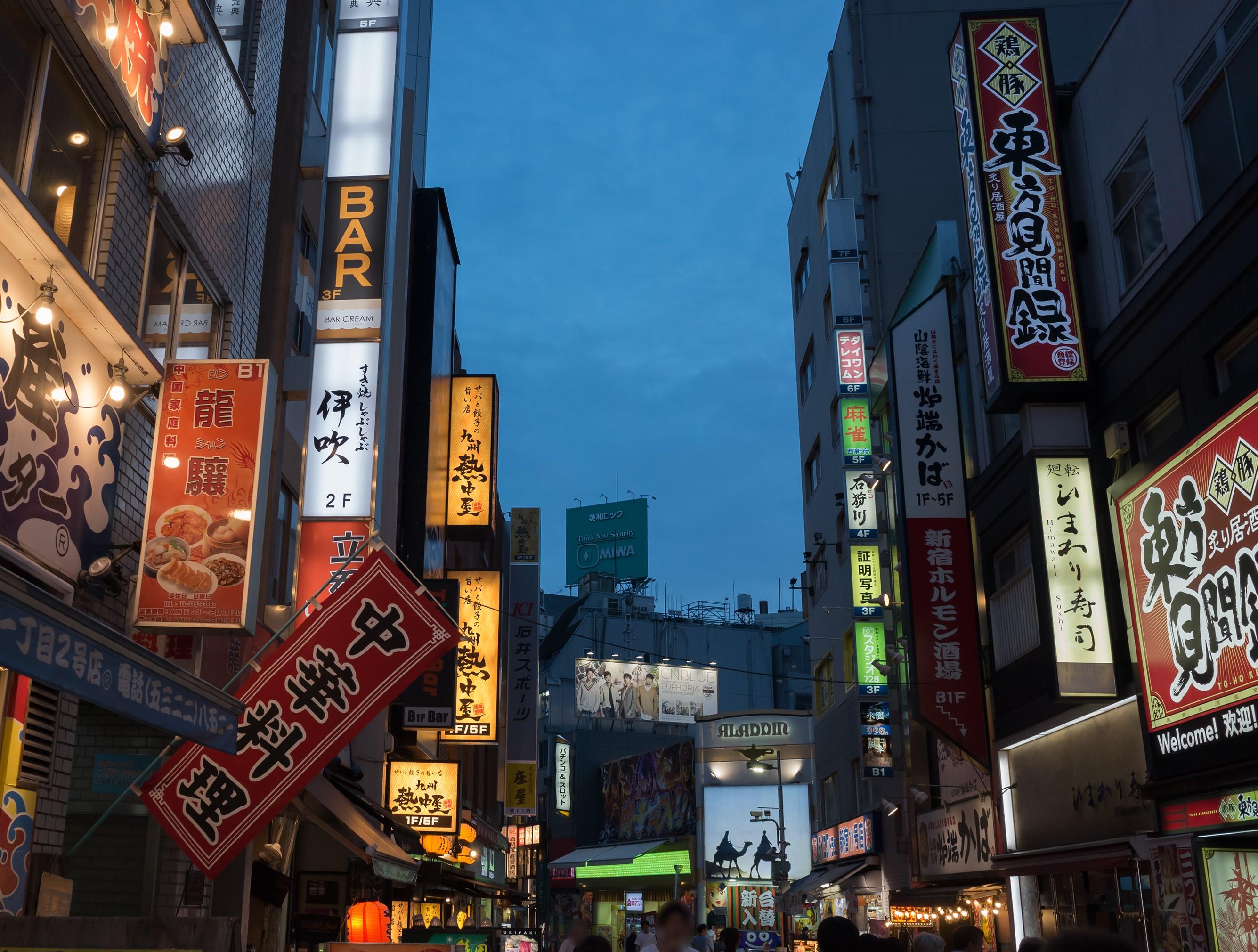 新宿2丁目でおすすめの飲み屋は?初心者歓迎の観光ゲイバーなど紹介!