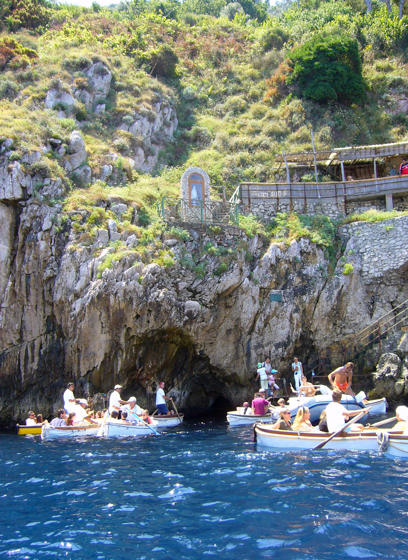 イタリア・カプリ島『青の洞窟』へ行こう!入場確率はどれくらい?