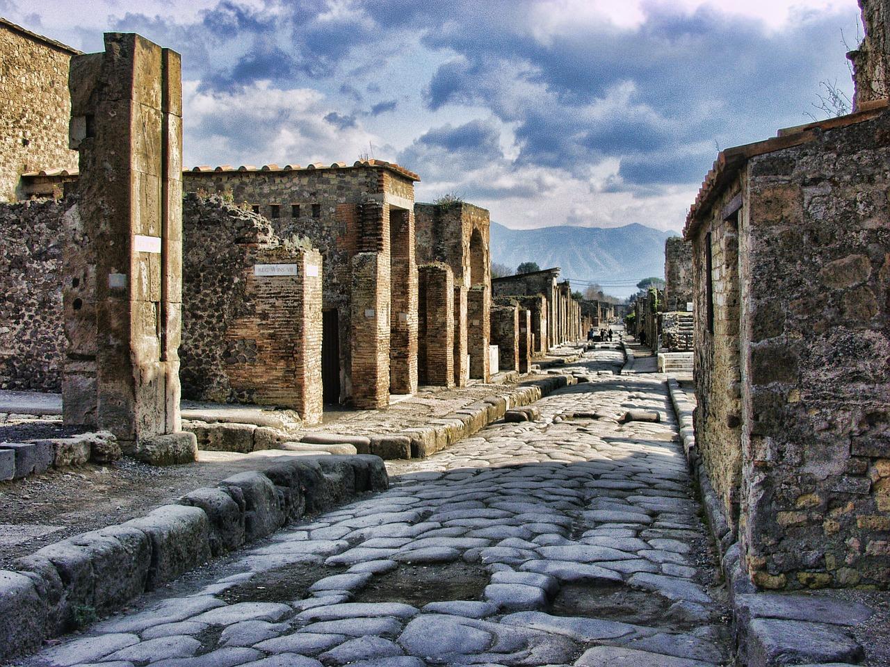 ポンペイ遺跡を観光!火山噴火で消滅した古代都市の歴史や見どころは?